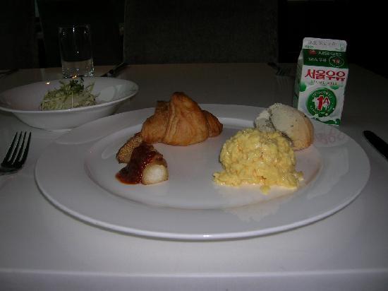 Metro Hotel: Breakfast