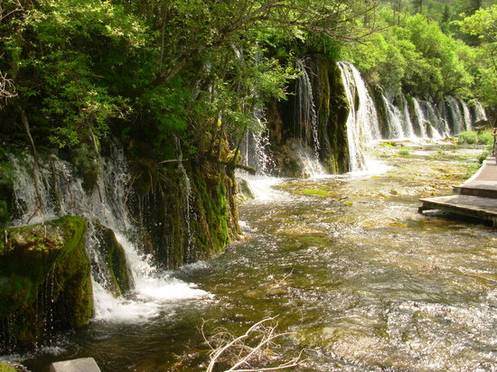 Jiuzhaigou County, Chine : one of the water falls