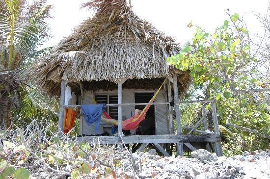 Long Caye Resort: Relaxing at our cabana