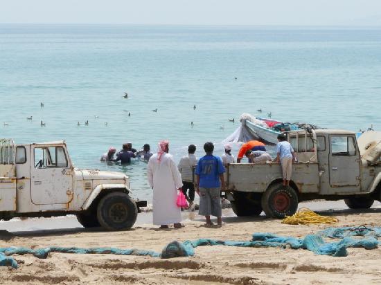 Radisson Blu Resort Fujairah: Fischer im nahen Dibba