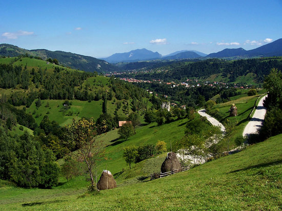 Transilvania, Rumania: The Road to Pestera