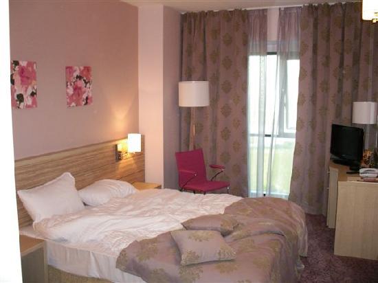 RIN Grand Hotel: Zimmer mit Bett