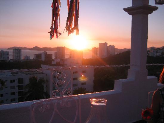 Su Casa: The sunset as seen from my table