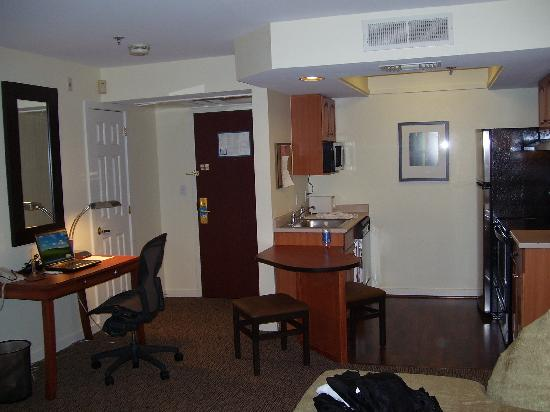 HYATT house Parsippany/Whippany: kitchen and entrance area, as viewed from living room
