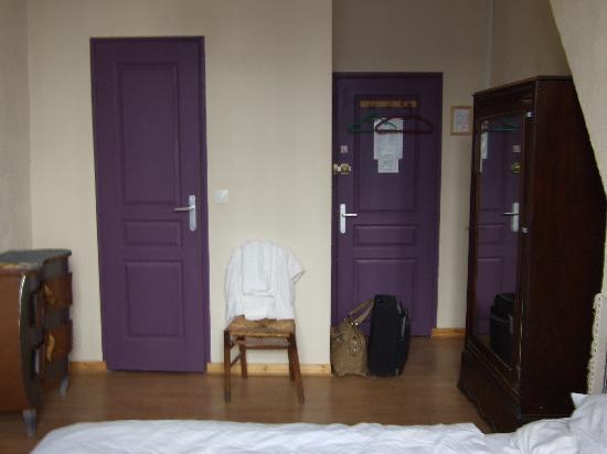Appi Hotel: entrada y cuarto de baño