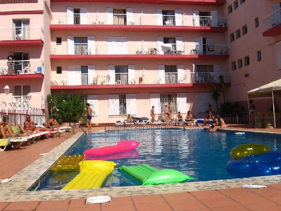 Hotel Goya: poolside