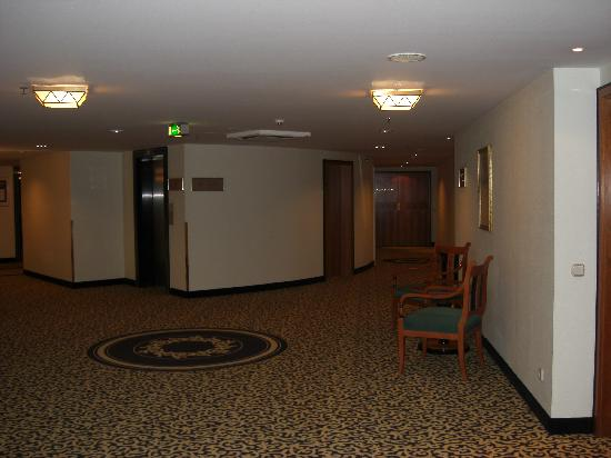 Kempinski Hotel Corvinus Budapest: pasillos de planta