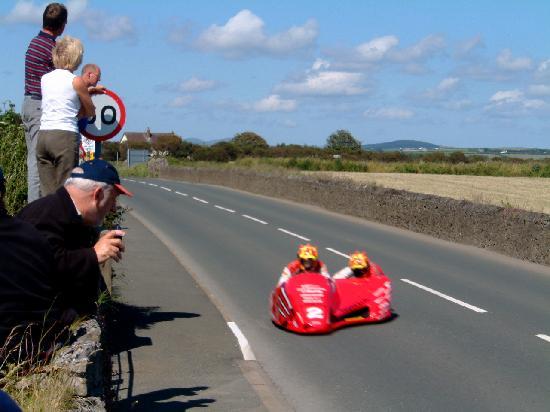Kionslieu Farm Cottages: road racing