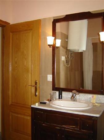 Hotel Gonzalez: Baño