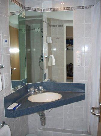 Premier Inn Braintree (A120) Hotel: Bathroom