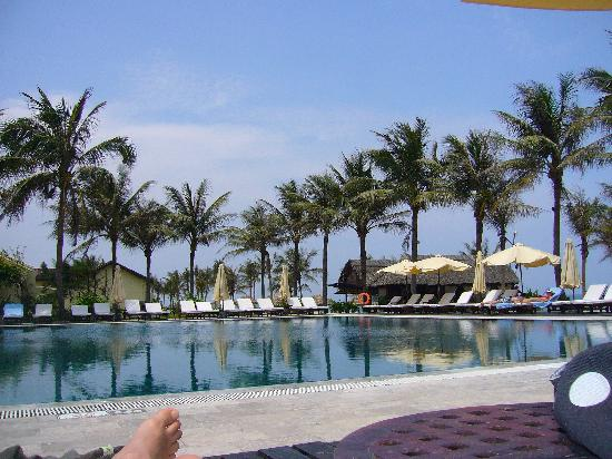 Victoria Hoi An Beach Resort & Spa: Pool side