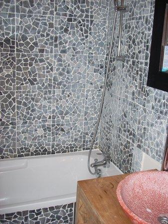 Domaine le Milos : Salle de bain