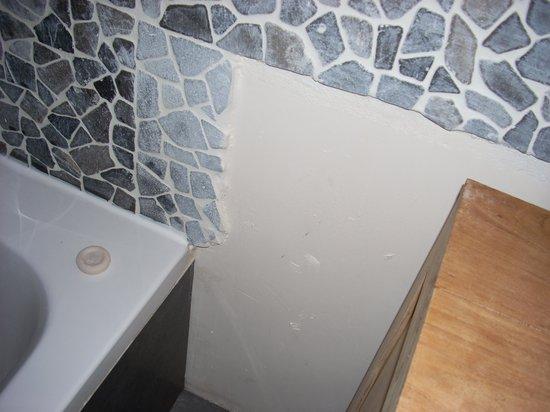 Domaine le Milos : Coin salle de bain, pas fini