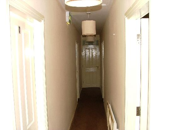Ashling House: Il corridio con le stanze