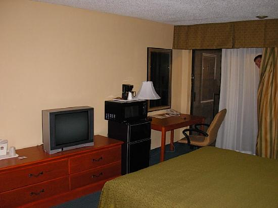 Best Western Oceanside Inn: The fridge, microwave -- again, nevermind the man in the room.