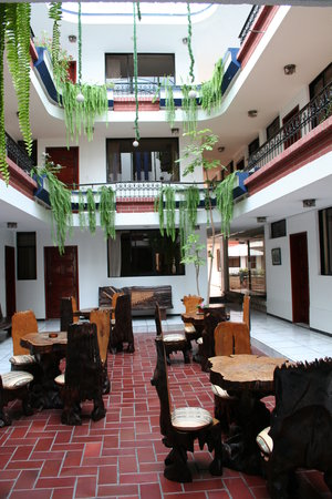 Hotel El Indio Inn: Vovered courtyard