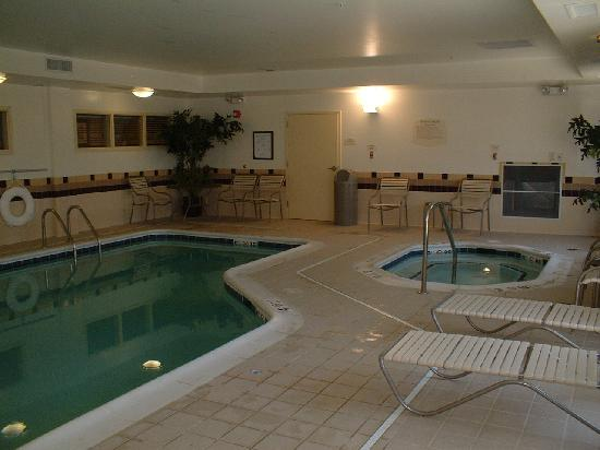 SpringHill Suites Richmond Northwest: Hotel Pool and Spa