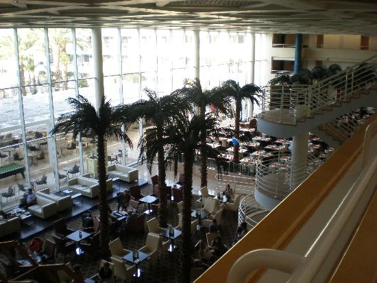 Leonardo Royal Resort Hotel Eilat: Main building common area/restaurant area