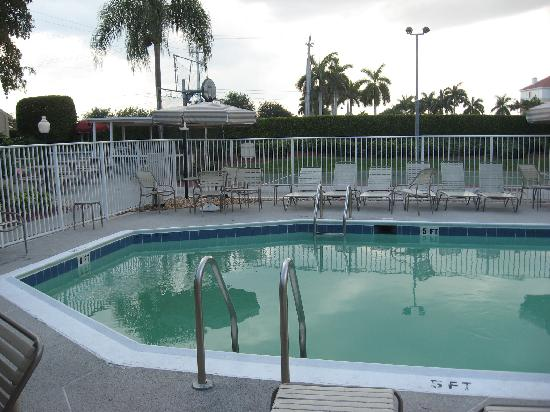 Residence Inn Boca Raton: pool area