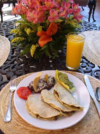 Hotel Hacienda de Cortes: Hacienda Breakfast