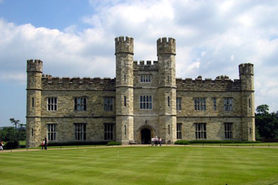 Leeds Castle: Front view of