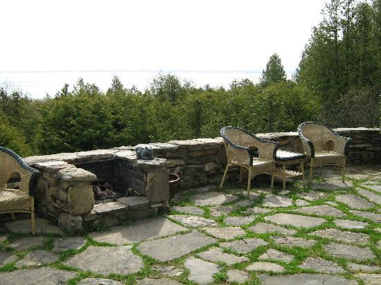 Auberge des Falaises : petite terrasse