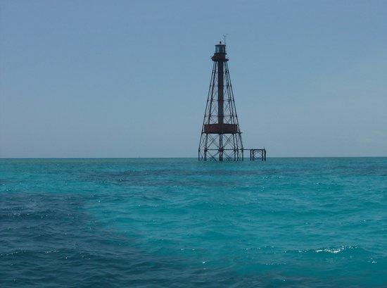 Sombrero Reef: beautiful blue water