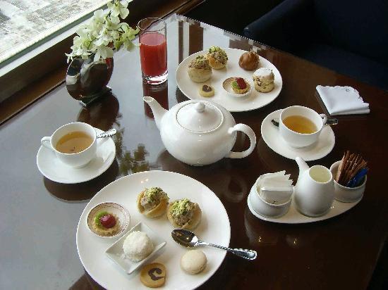 Makati Shangri-La Manila: Afternoon tea at the Horizon Club