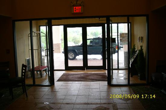 Best Western Danville Inn : The entrance from inside