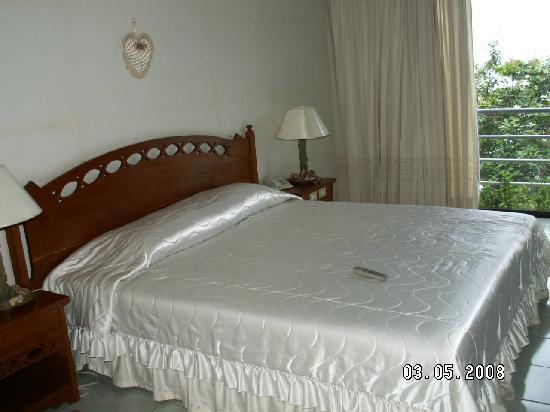 Hinsuay Namsai Resort Hotel: Double bed in suite room - Hinsuay Namsai Resort, Rayong