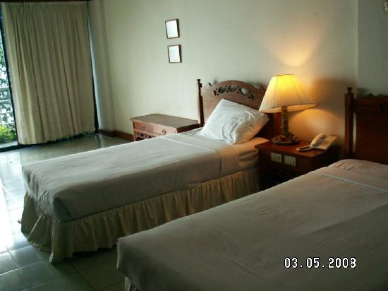 Hinsuay Namsai Resort Hotel : Twin beds in regular room - Hinsuay Namsai Resort, Rayong