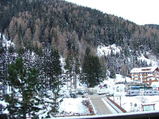 Hotel Pralong : From the hotel room looking towards the ski lift