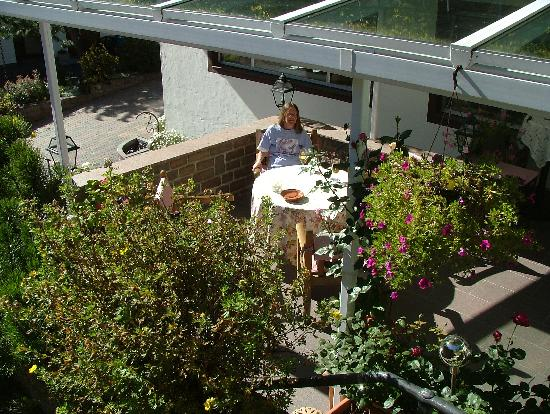 Hotel Pralong: A new terrace with good views in summer and winter