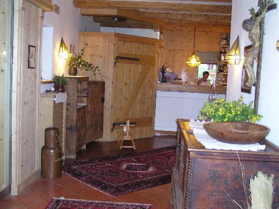 Hotel Uhrerhof-Deur: Entrance Hall, Uhrerhof-Deur, Ortisei