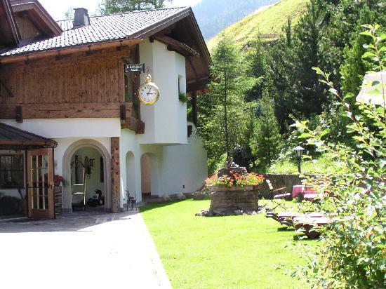 Hotel Uhrerhof-Deur: The Entrance, Uhrerhof-Deur, Ortisei