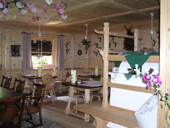 Hotel Uhrerhof-Deur: Dining Area and Stube (Stove Room), Uhrerhof-Deur, Ortisei