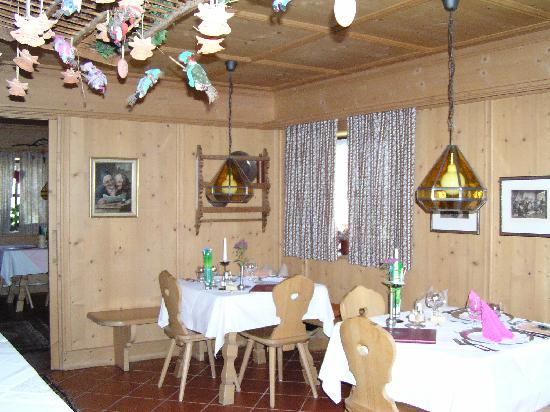 Hotel Uhrerhof-Deur: One of Several Dining Areas, Uhrerhof-Deur, Ortisei