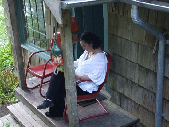 Lochaerie Resort: Happy just sitting on the porch