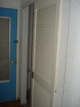 Jolly Beach Resort & Spa: Door for the bathroom