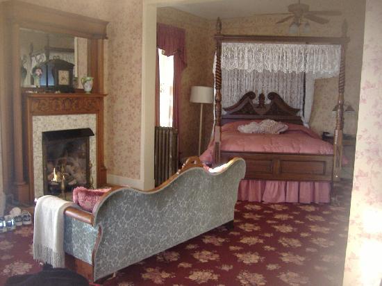 Colonial House Inn: The Verandah Suite