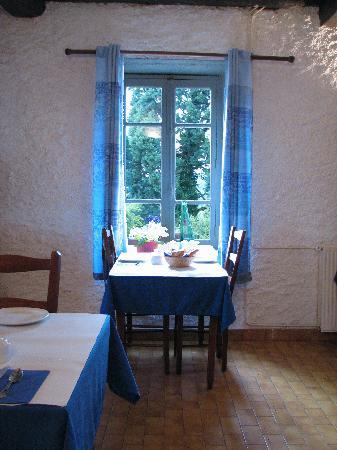 Auberge du Balestie: Mesa del comedor