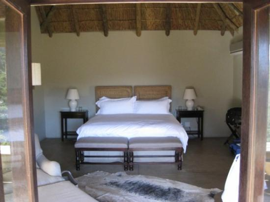 Blaauwbosch Private Game Reserve: Bedroom & sitting area