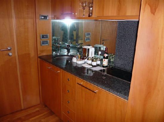 The Mandala Hotel: Kitchen