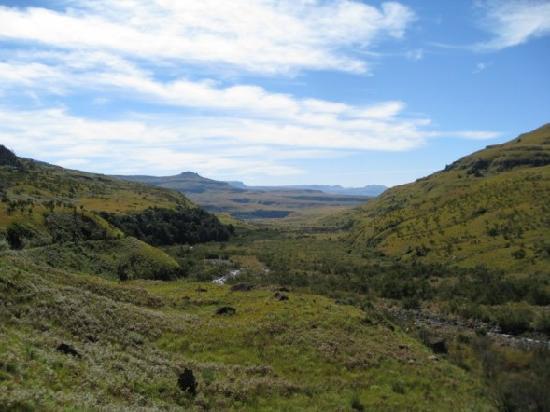 Montusi Mountain Lodge: Views on Tugela Gorge Walk