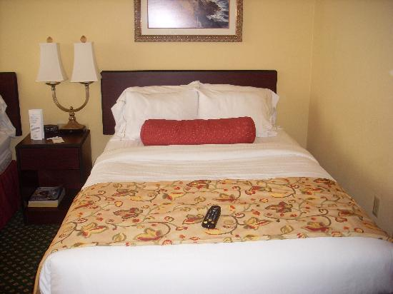 Holiday Inn Express Hotel & Suites South Portland: Bed-Doubles are a bit small but they were comfortable