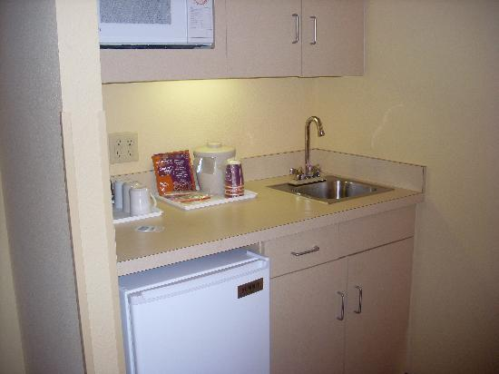 Holiday Inn Express Hotel & Suites South Portland: Kitchenette was efficent