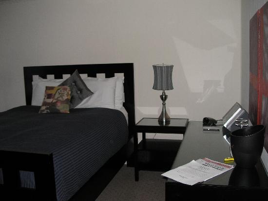 The Washington Hotel Walk Through Bedroom No Door With A Tv