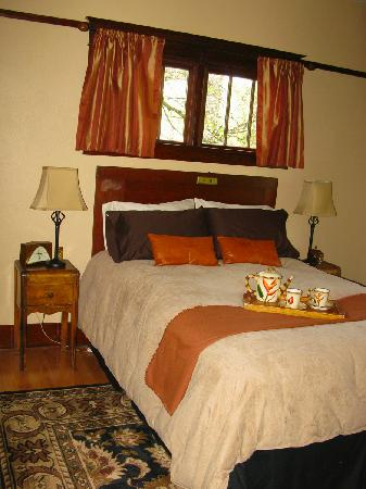 Wine Country Inn Bed & Breakfast: Main Floor Room