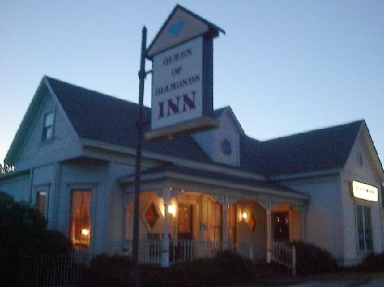 Queen of Diamonds Inn: Evening outdoor photo of The Queen of Diamonds