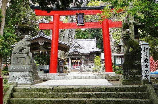 Shirahama shrine, walkable from Pension Sakuraya